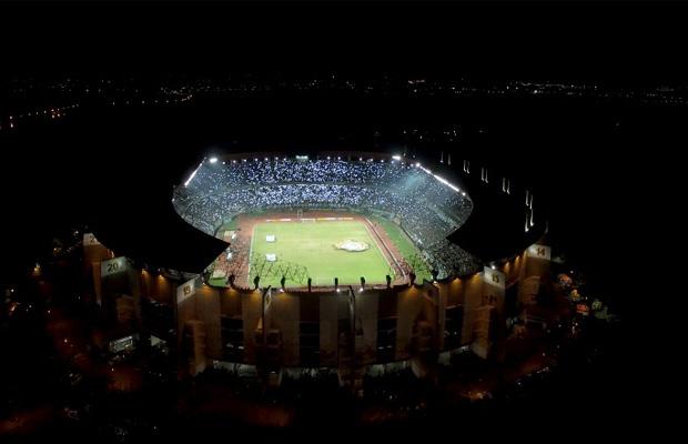 Kelas Dunia, Stadion GBT Dipasang Lampu Berbobot 1,2 Ton
