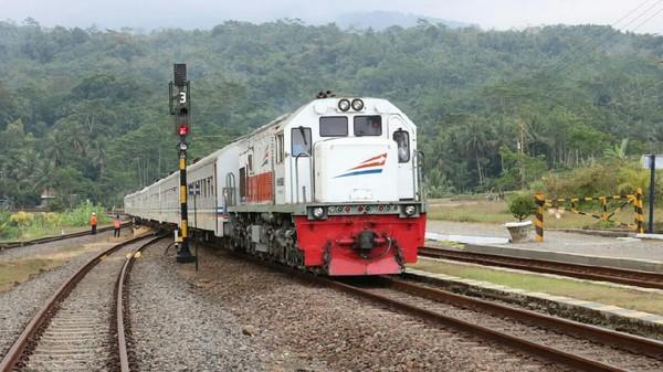PT KAI daop 9 Jember, Jawa Timur mulai mengoperasikan lima kereta api komersial (Foto / Metro TV)