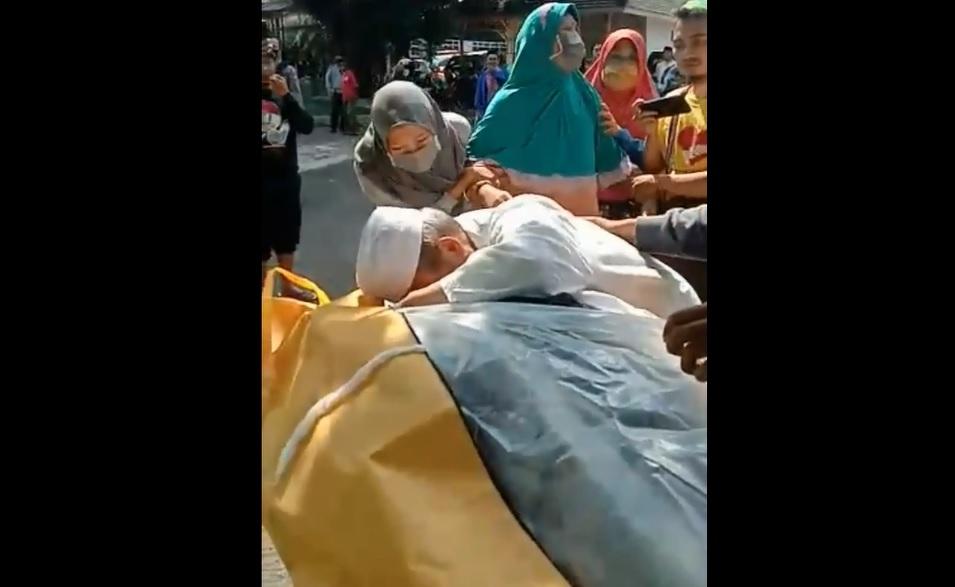 Keluarga Pencium Jenazah Terduga Covid-19 di Malang Tak Kooperatif