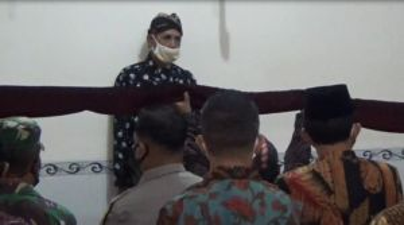Melihat Ritual Jamasan Tombak Kyai Upas Tulungagung