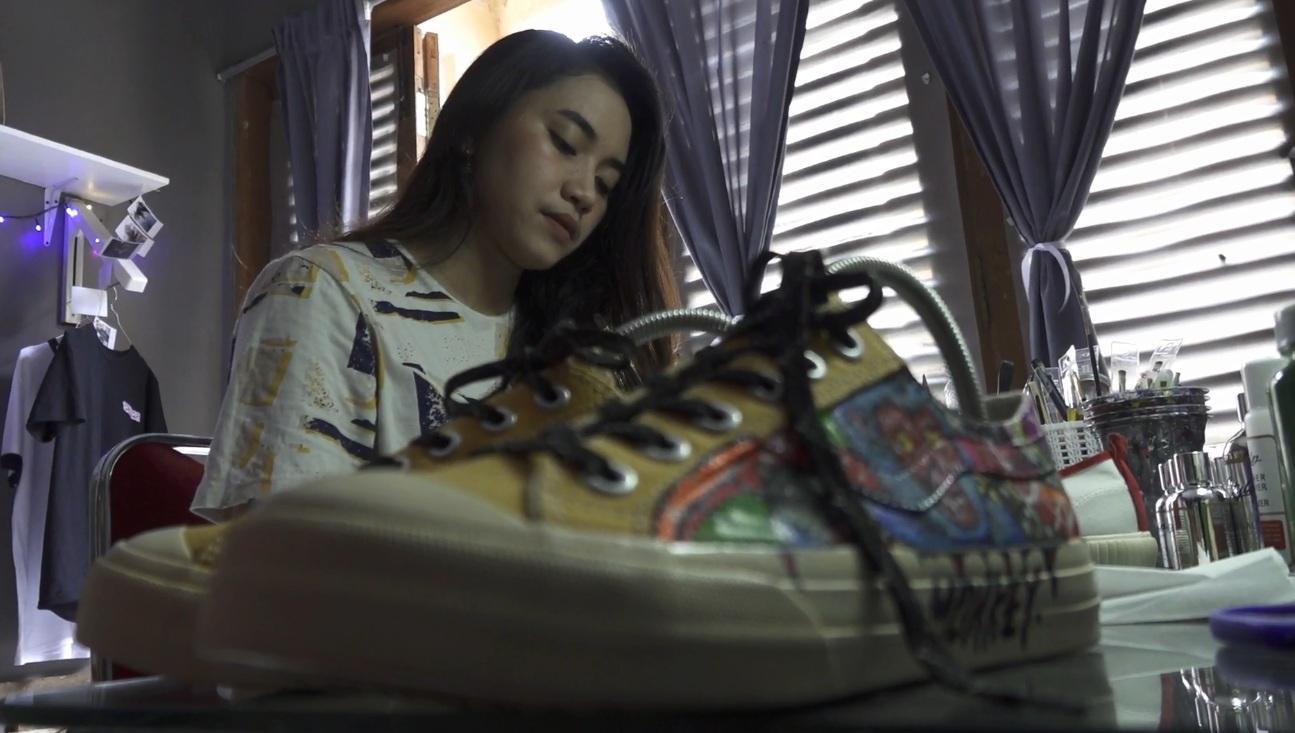 Dari Hobi Jadi Bisnis, Kriya Sepatu Lukis Diminati Hingga Luar Negeri