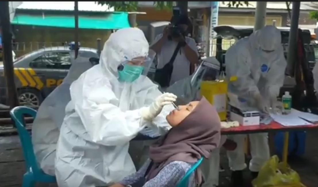Rapid Test  Antigen di Pasar Semampir, Satu Pembeli Reaktif