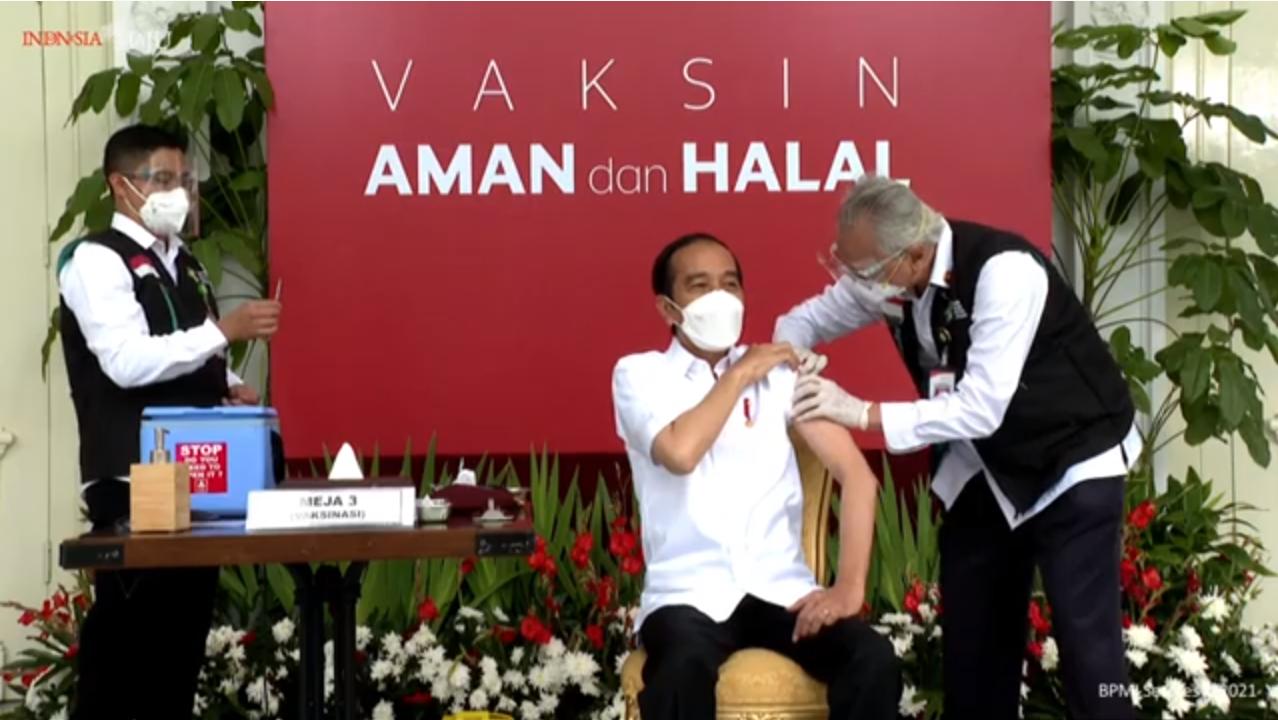 Jokowi Pertama Disuntik Vaksin, Ini Reaksinya