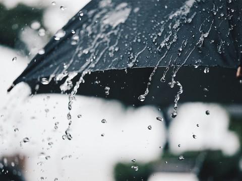Puncak Musim Hujan Tiba, Baca Doa Ini Saat Hujan Deras dan Khawatir Banjir