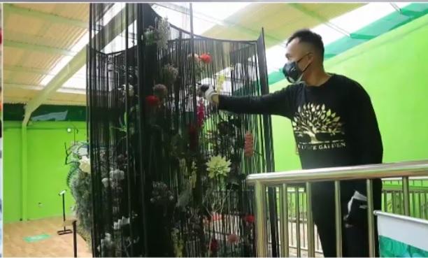 Louis Liang, Perancang Taman Bunga yang Buta Warna