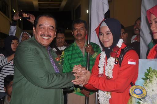 Ketua Umum KONI Jatim Erlangga Satriagung terpapar covid-19 sepulang dari Papua. (ft/dok)