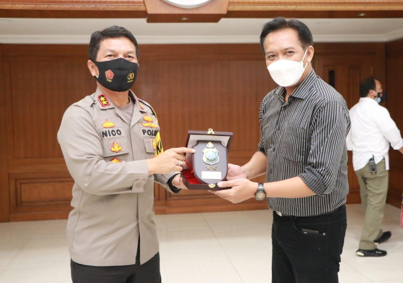Kapolda Jatim, Irjen Nico Afinta saat bertemu dengan anggota AMSI (Foto / Clicks.id)