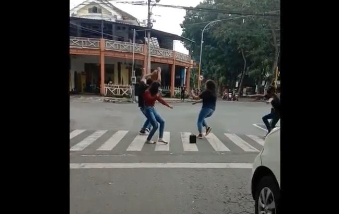 Viral Joget Zebra Cross, Lima Remaja di Lumajang Dipanggil Polisi