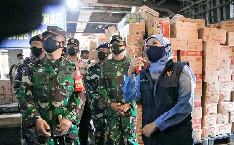 Gubernur Khofifah Berangkatkan 30 Truk Bantuan untuk Korban Bencana NTT