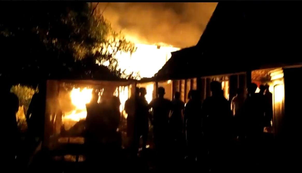 Ditinggal Tarawih, Rumah Dilalap Api