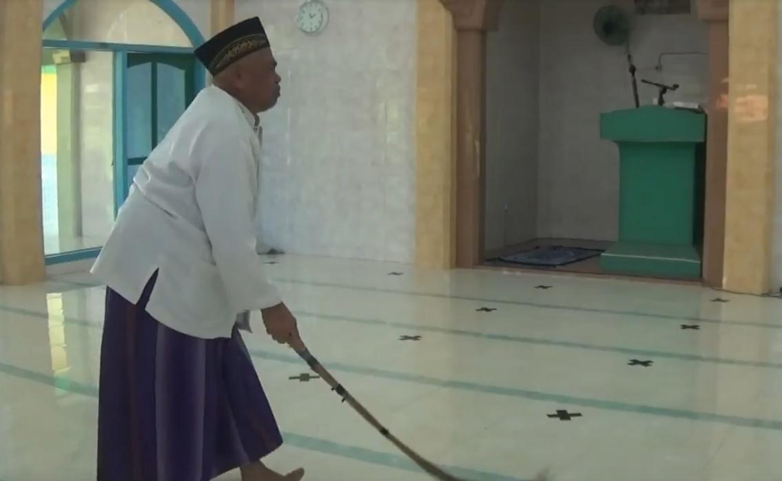 Kisah Ahmad Basri, Muazin Buta Bersuara Merdu dari Banyuwangi