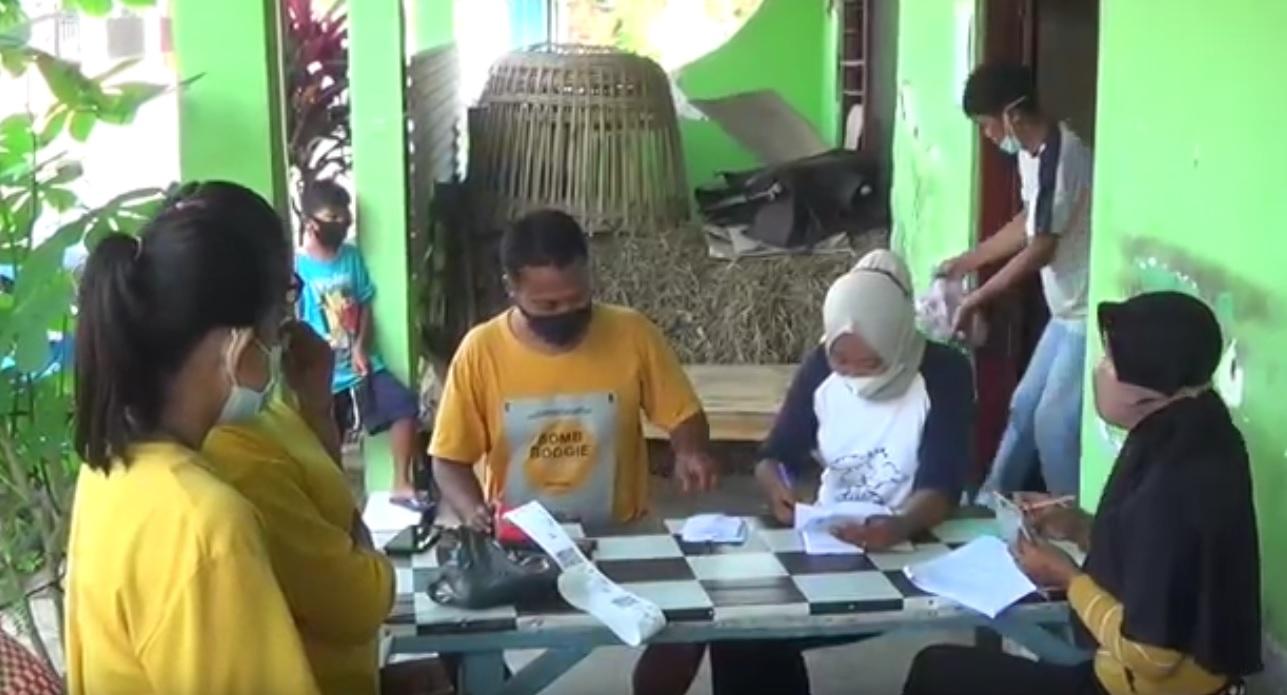 Proses pencarian bansos BPNT di Magetan melalui e-warung (Foto / Metro TV)