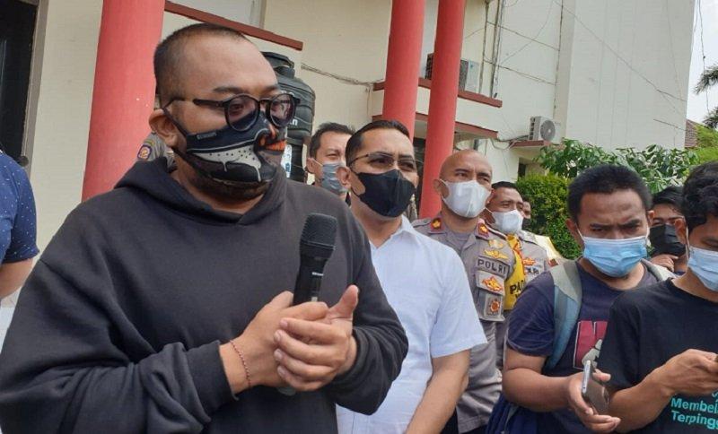 Putu Arimbawa saat meminta maaf di Polrestabes Surabaya (Foto / Metro TV)