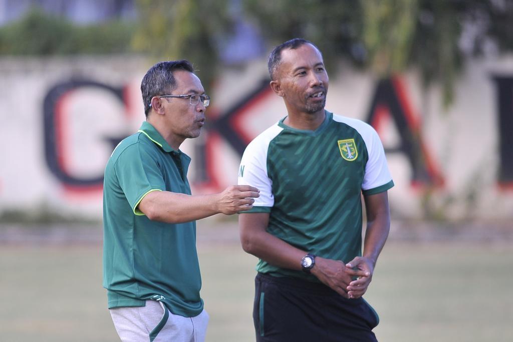 Pelatih Persebaya, Aji Santoso (ft/clicks.id)
