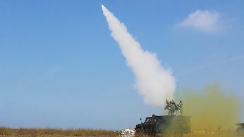 Peluncuran rudal dalam latihan  Latihan Menembak Senjata Berat (Latbakjatrat) Terintegrasi TA 2021 yang digelar Pussenarhanud Kodiklatad (Foto / Istimewa)