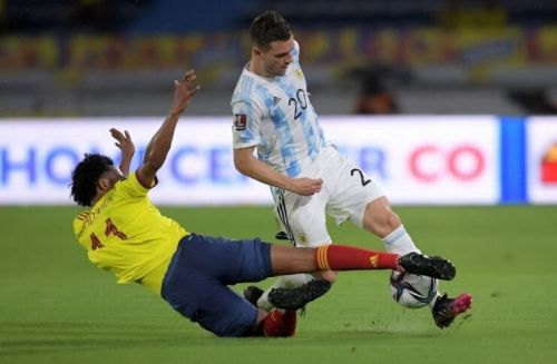 Duel pemain Argentina vs Kolombia. (gettyimages)