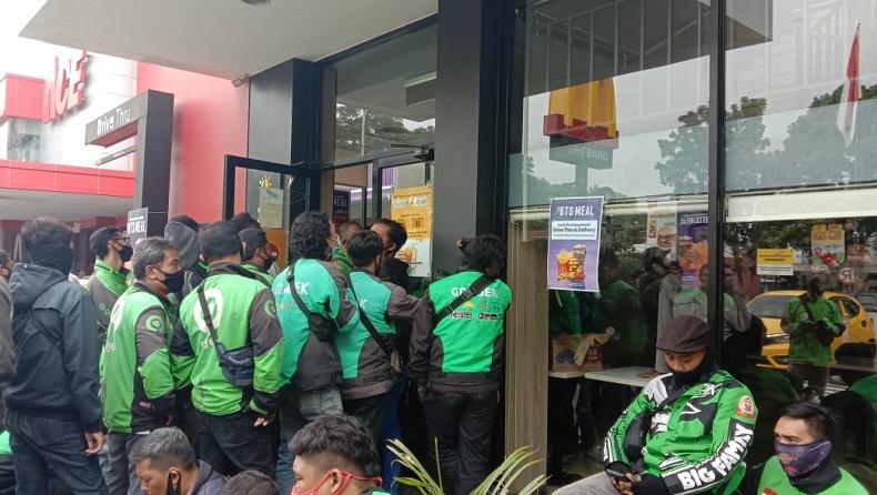 Kerumunan Paket BTS, Petugas Minta McDonald's Surabaya Tutup Sementara