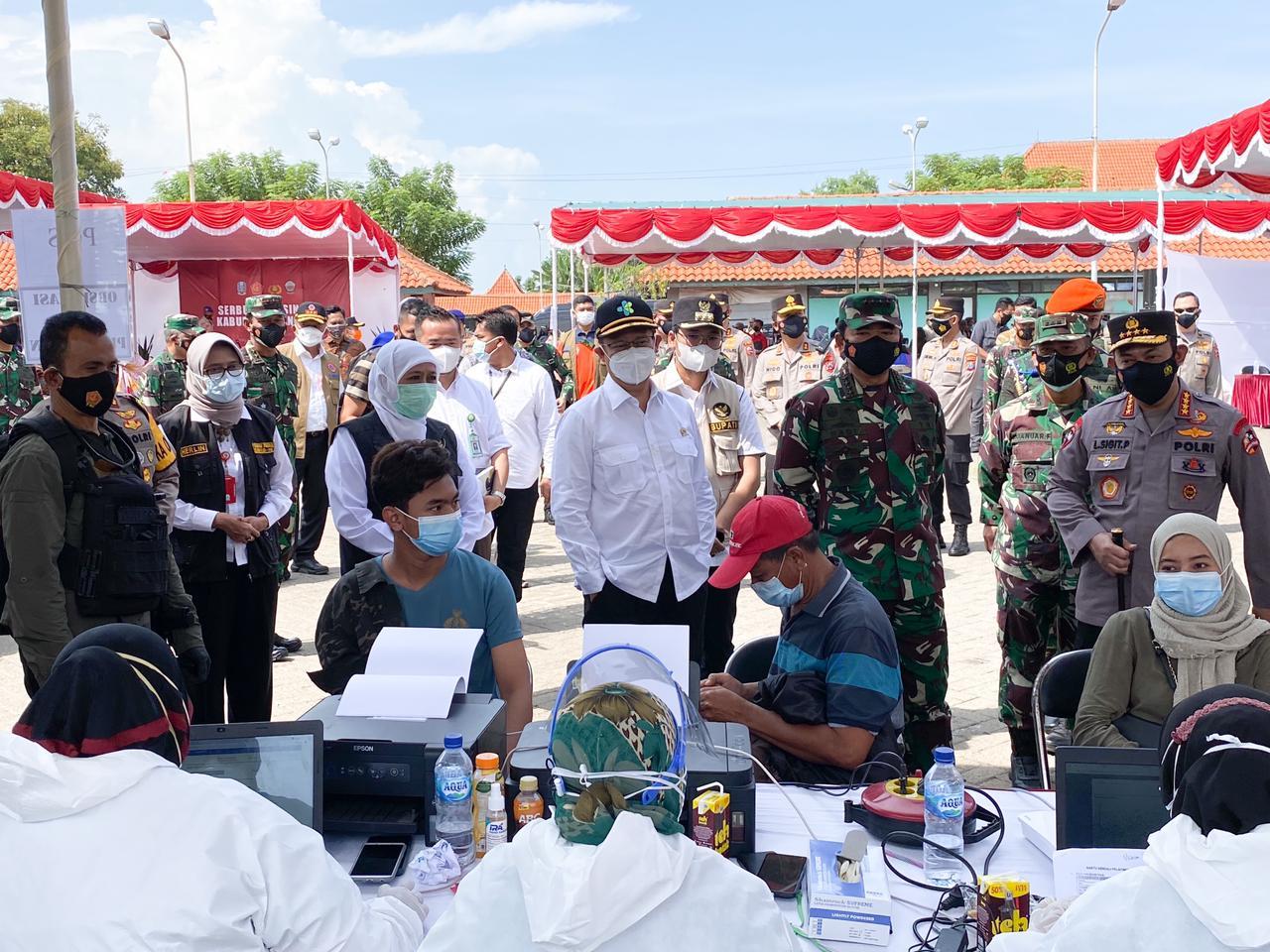 Panglima TNI - Kapolri Tinjau Vaksinasi di Pelabuhan Kamal Bangkalan