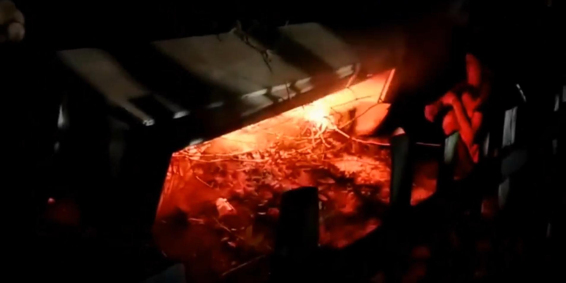 Video Ratusan Warga Situbondo Rebut Jenazah Covid-19 dan Bakar Peti Mati