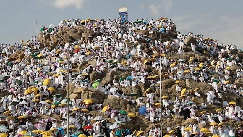 Jamaah haji wukuf di Arafah. Hari Arafah tanggal 9 Dzulhijjah merupakan waktu mustajab untuk berdoa (Foto / Ist)