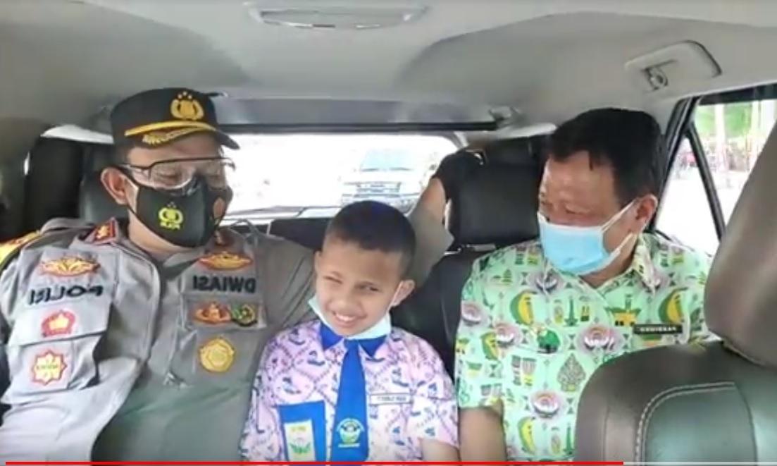 Bahagia, Siswa Tunanetra Diajak Kapolres Trenggalek Naik Mobil Patroli Keliling Kota