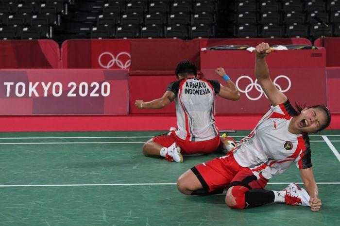 Ekspresi ganda putri Indonesia Greysia Polii/Apriyani Rahayu usai mengukir sejarah di Olimpiade Tokyo. (antara)