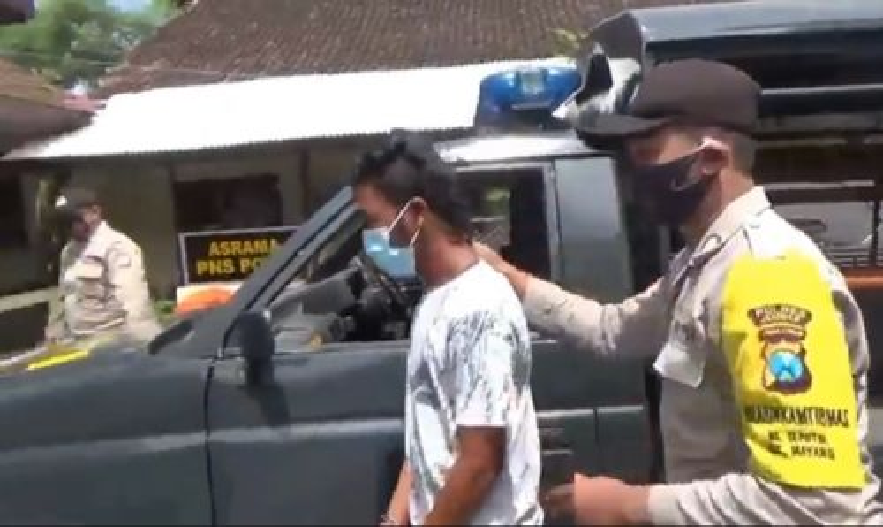 Tohali diamankan polisi setelah meremas payudara sejumlah korbannya (Foto / Metro TV)