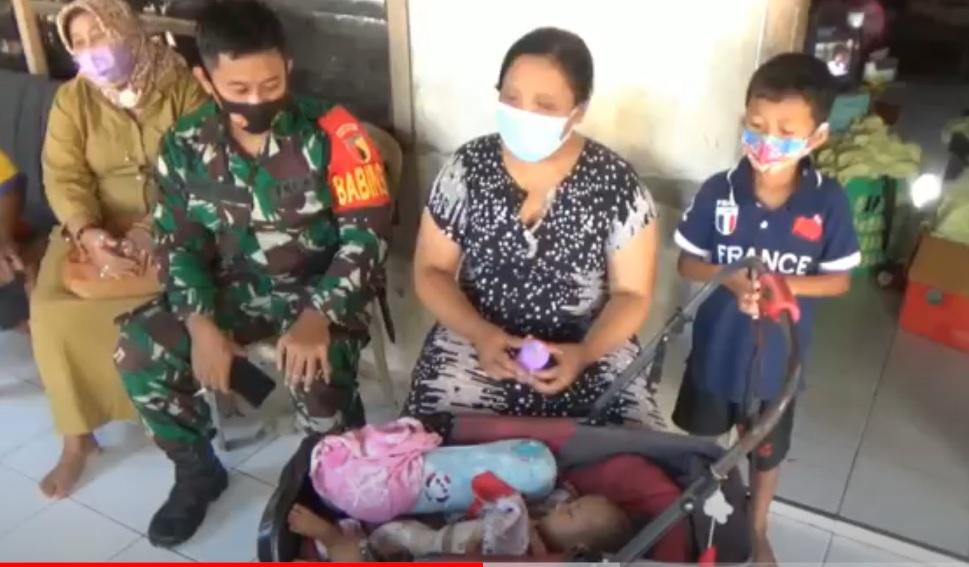 Devinta, bayi berusia lima bulan asal Tulungagung, Jawa Timur terlahir dengan kelainan atresia ani. (metrotv)