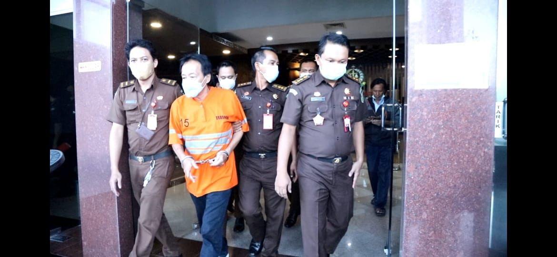 Tersangka CF digelandang menuju Cabang Rumah Tahanan (Rutan) Negara Kelas I Surabaya. (ist)