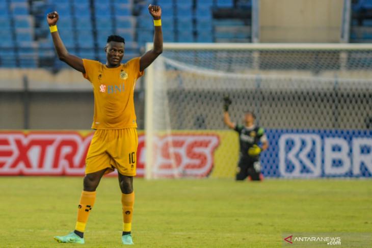 Tendangan Roket N'Douasel Hancurkan Madura United