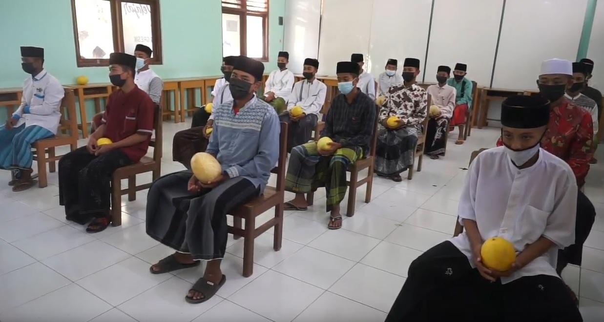 Ikut Vaksin, Santri dan Pelajar Dapat Hadiah Melon