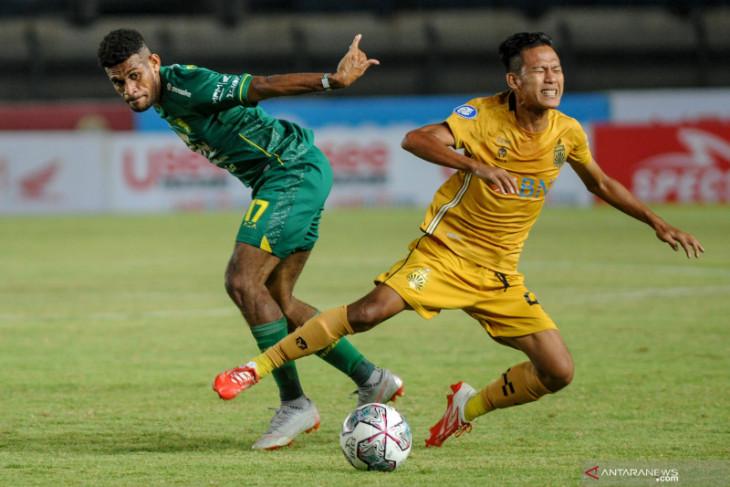 Duel Persebaya Vs Bhayangkara FC (ft/antara)
