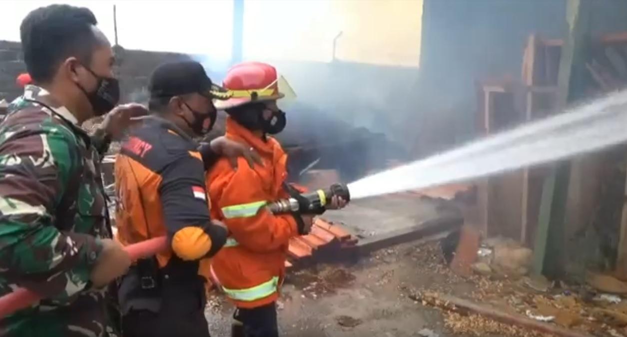 Rumah Produksi Mebel di Nganjuk Terbakar