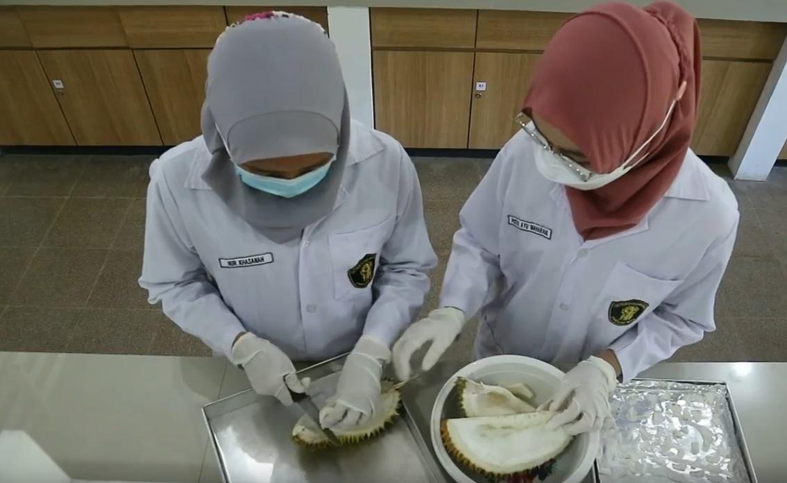 Kulit Durian Bisa Jadi Gel Anti Jerawat, Ini Temuan Mahasiswa Unibra!