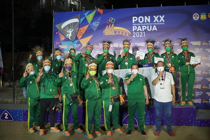 Tim paralayang Jatim menjadi juara umum di PON XX/Papua. (konijatim)