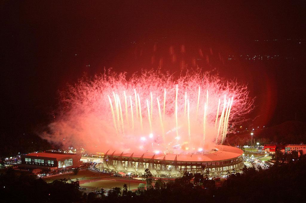 Pesta kembang api dalam pembukaan PON XX di Papua. (MI)