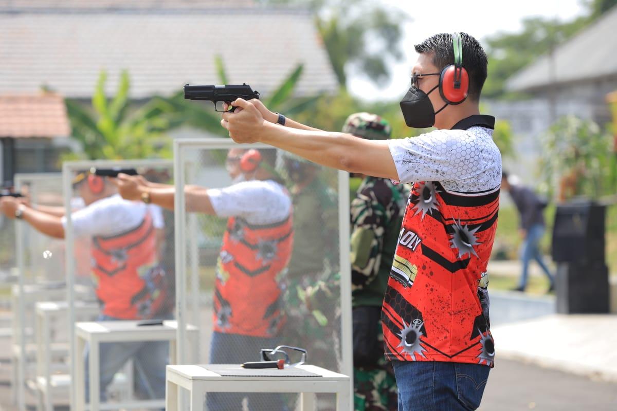 Kalapas Hingga Kakanim Adu Tangkas Tembak Pistol Eksekutif