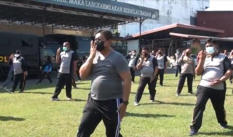 Perut Membuncit, Puluhan Polisi di Mojokerto Senam Taichi